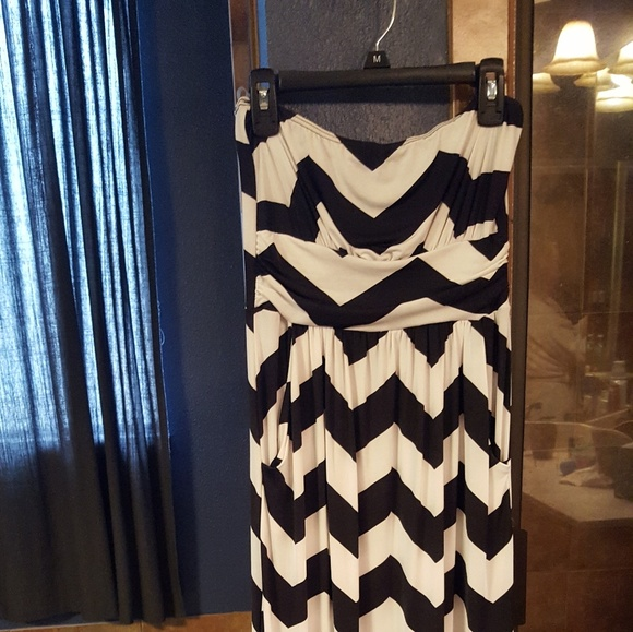 liola Dresses & Skirts - Black and white chevron strapless maxi dress